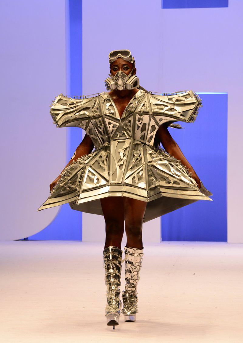 其中中日合作服装设计专业毕业设计大赛,针织服装设计作品发布,中国