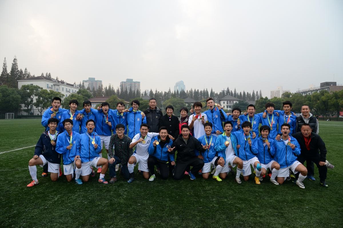 东华大学足球队摘得上海市大学生足球联赛金牌 将代表