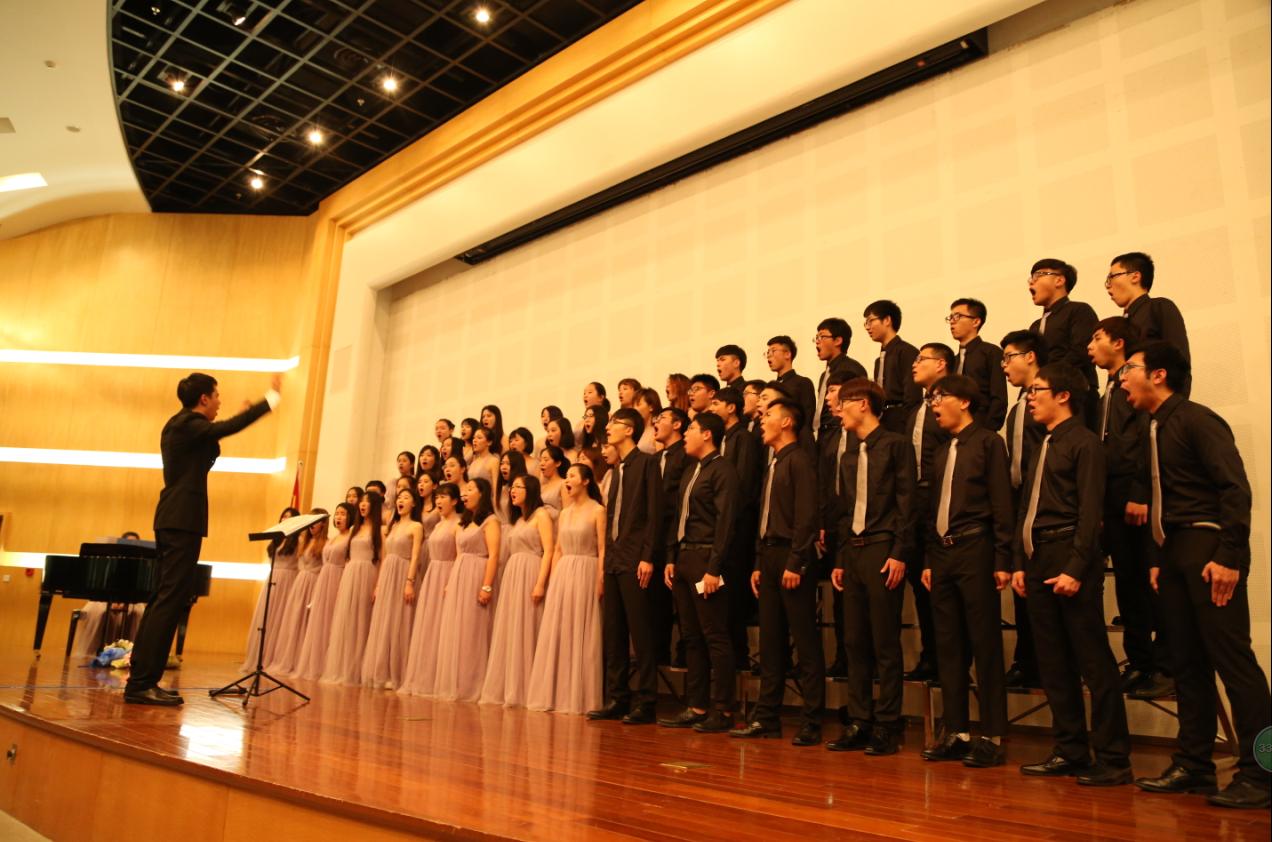 《城南送别》和《你我》,完美表达出合唱团全体成员和指导老师之间