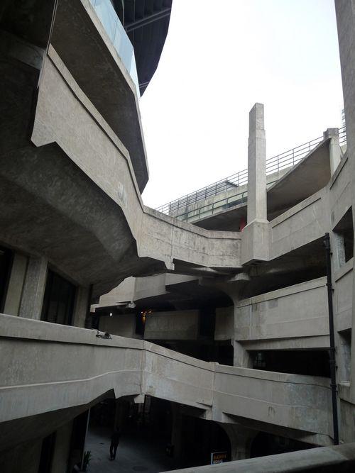 1933创意产业园区中具有代表性的廊桥