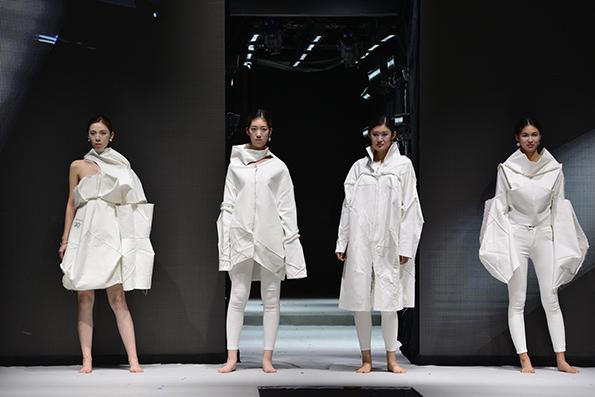 有别于其它服装设计比赛,立裁大赛更注重设计师的服装技术能力,版型