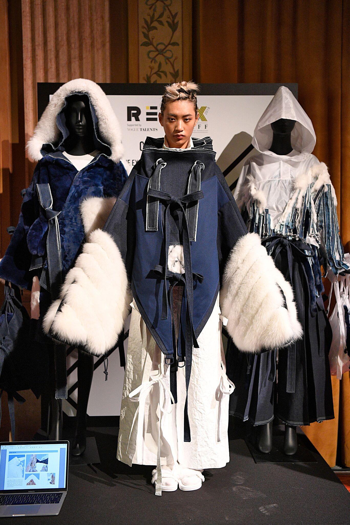 在2月26日在米兰举行的全球皮草设计大赛(2018REMIX)国际总决赛中,我校服装与艺术设计学院服装与服饰设计中日合作班2017级毕业生刘春辰,获大赛金奖和最佳创意奖两项奖项,是大赛开办以来亚洲选手首次获得金奖。  (颁奖现场) 全球皮草设计大赛开办于2004年,它是国际毛皮协会为了支持新一代设计师创新和探索皮草新设计而创办,这项比赛提供了给世界各地富有才华的设计新秀一个绝佳的机会,这些选手可以在极具国际影响力的时尚名人面前展现他们的新颖设计并在国际上崭露头角。自大赛开办以来,共有25个国家的上千位学生