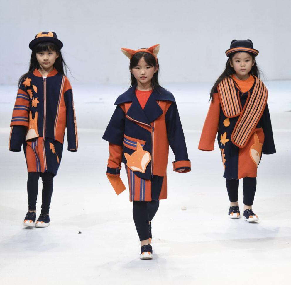 [中国新闻网等]沪上8所高校165套服装设计类优秀作品图片